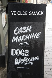 Ye Olde Smack, pub. Cash machine sign
